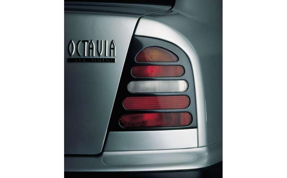 Kryty zadných svetiel Milotec (masky) - ABS karbon,Škoda Octavia I, 1997-2000, Limousine
